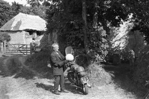 Bill Hammond going home by James Ravilious