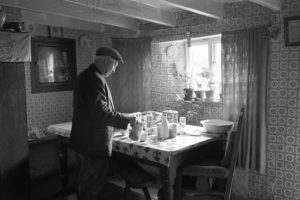 Wilfie Spiers pouring tea by James Ravilious